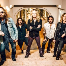 The Dead Daisies 2016 - Groupshot HiRes (1)