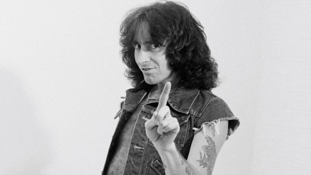 LONDON - 1st AUGUST: Singer Bon Scott from Australian rock band AC/DC posed in a studio in London in August 1979. (Photo by Fin Costello/Redferns)