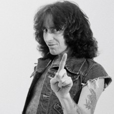 LONDON -  1st AUGUST: Singer Bon Scott from Australian rock band AC/DC posed in a studio in London in August 1979. (Photo by Fin Costello/Redferns)